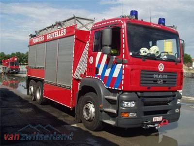 Brandweer voertuig voozien van zijcamera en camera voor achterzicht