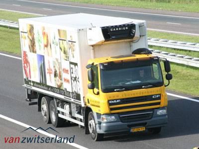 Vrachtwagen met camera achteruitrijcamera en camera voor dode hoek